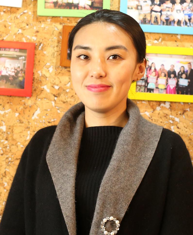 美育教师  李明
