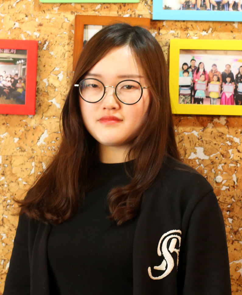 钢琴教师  李雁羽