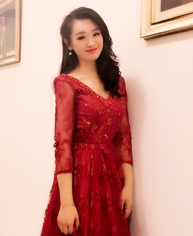 钢琴教师  宋玥