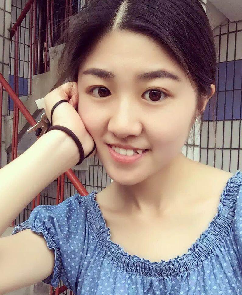 美育教师  张芮娴