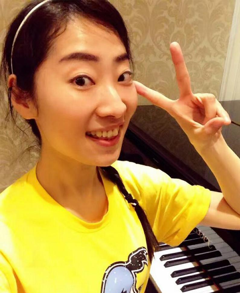 钢琴教师  钱盈盈